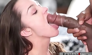 Brunette fucks Negro impoverish in the brush room