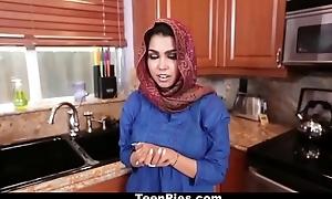 فتاة في سن المراهقة العربية Eighteen عذرا مص الديك جزء 2: http://ceesty.com/wCgdIM تخطي الإعلان