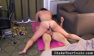 Yoga milf cockriding before jerking