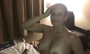 Esposa Mama Pauzudo, Enquanto Marido Filma!
