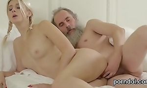 Erotic schoolgirl is seduced increased unconnected with penetrated unconnected with elder docent